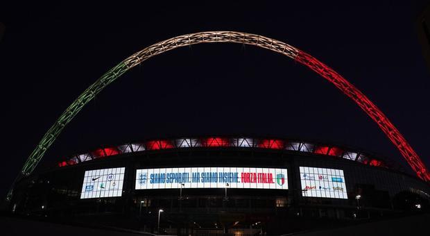 Solidarietà del calcio inglese all'Italia: Wembley illuminato col Tricolore