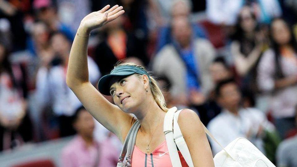 Sharapova chiede compagnia e pubblica suo numero di telefono