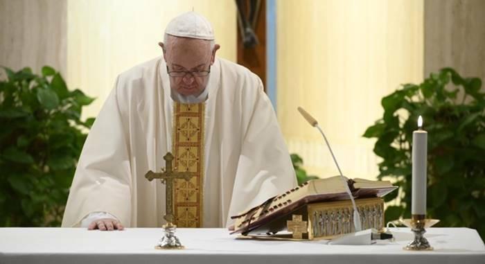 Il Papa benedice la scelta del governo su Messe: «E' momento prudenza»