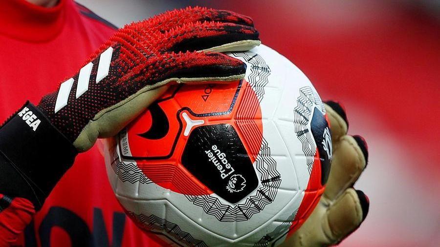 Scoppia la polemica sul taglio degli ingaggi: allenatori e giocatori contro i club