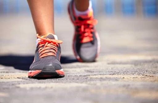 Uno studio dimostra che andare a lavoro a piedi allunga la vita
