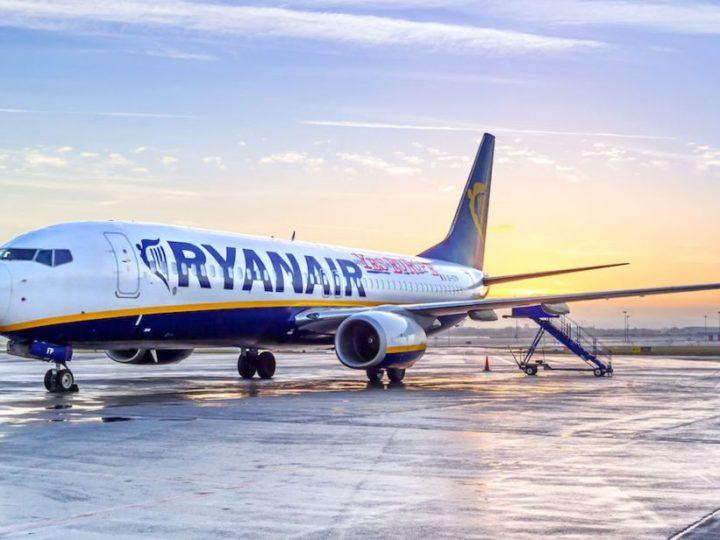 Ryanair pronta a decollare: 40% dei voli da luglio con obbligo delle mascherine a bordo
