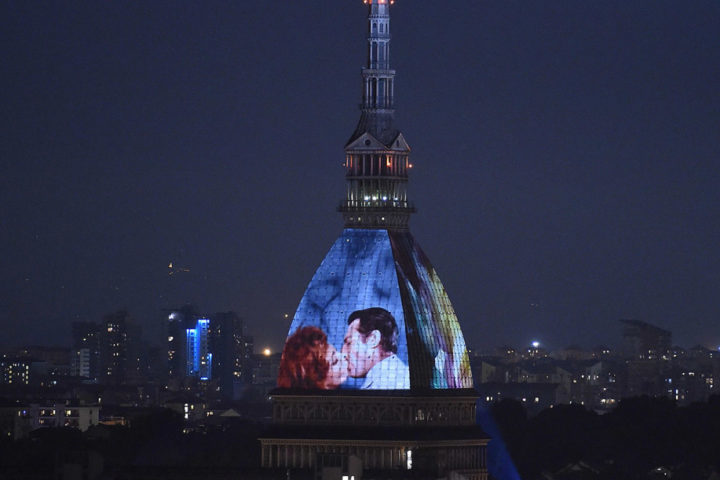 Proiettati sulla Mole di Torino le scene più amate del cinema e della tv