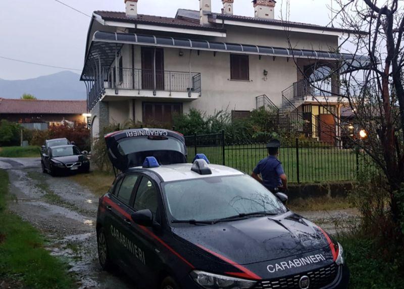 Spara al figlio di 11 anni e si uccide: nel Torinese un dramma annunciato su Facebook