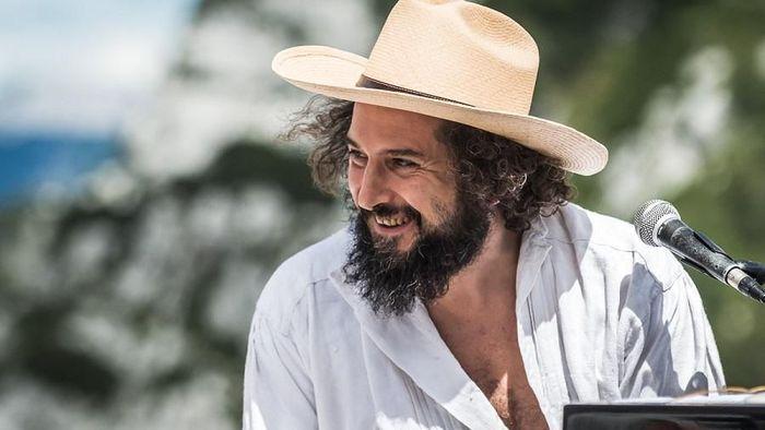 Capossela canta il mito di Edipo a Parma in solidarietà ai lavoratori spettacolo