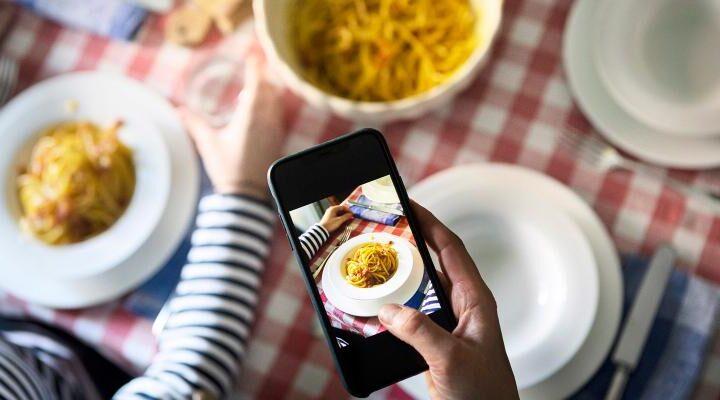 Food in crescita, viaggi in calo: effetto Covid sugli influencer