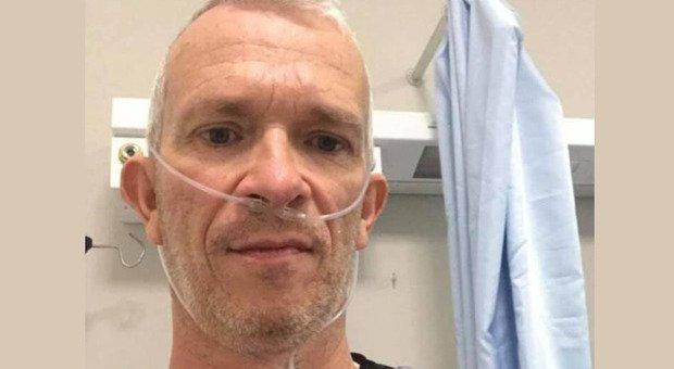 Negazionista si pente in ospedale: «Mettete le mascherine»
