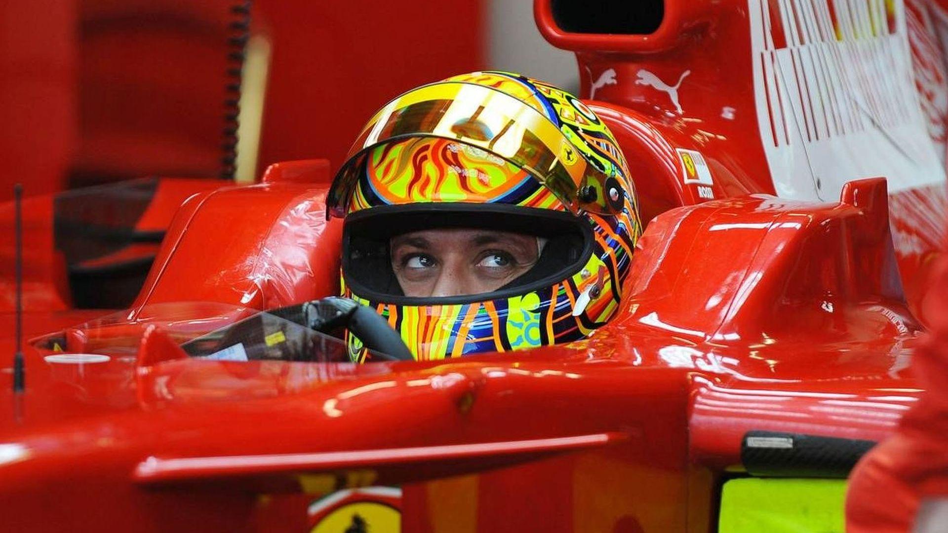 Valentino Rossi accende i motori in Bahrain sulla Ferrari